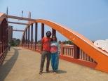 Tras el fatídico tsunami, el ashram construyó este puente para poder evacuar a la gente que vive en la pequeña península donde está situado el ashram a tierra firme. El puente está diseñado para poder evacuar a 15000 personas en 30 minutos.