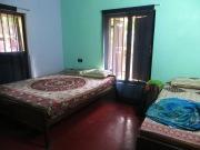 Welcome to Varkala! Esta es la habitación de la primera guesthouse donde estuvimos. Super amables. Luego nos cambiamos a otro hostel más cerquita del mar y conseguimos mejor precio ;)