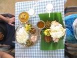 Para los que nunca habéis ido a la India, estos son dos Thalis, es la comida más barata y es un como un plato combinado, un variadito!
