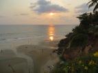 Ver ponerse el sol en el mar desde el acantilado es absolutamente precioso!