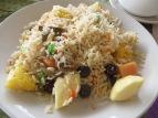 Prácticamente todos los días íbamos a comer a nuestro restaurante preferido donde probamos todo lo que pudimos, hasta este arroz con fruta! Nuestro plato prefe... el butter masala y los cheese naan, pero eso nos lo comíamos tan rápido que no hay foto :P ñaaaammmm