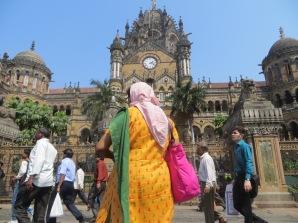 Sí sí, estamos en la India! Con qué colores tan vivos visten las mujeres en este país ;)