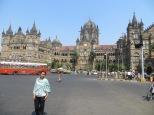Impresionante la estación de trenes Victoria en Mumbai!