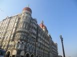 Así de majestuoso se levanta el Hotel Taj Majal. Habitación desde 200 eur/noche. No apto para backpackers :D