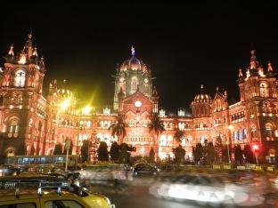 De vuelta al hotel pasamos de nuevo por Victoria Station, aún más espectacular si cabe!