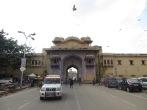 La Puerta Tripolia es la entrada reservada a la familia real para entrar a Palacio. La puerta Virendra (la que veis en la imagen) es la que utiliza el resto de los mortales