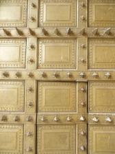 Detalle de una de las puertas de entrada