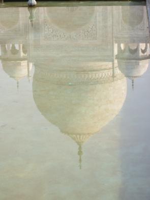El Taj Mahal reflejado en el estanque de sus preciosos jardines