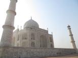 Que la vista, ni esta perspectiva os engañe. Aunque parezca lo contrario, los 4 minaretes se construyeron ligeramente inclinados hacia afuera, para que en caso de derrumbe no destruyera el mausoleo